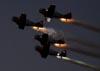 Apresentação noturna dos North American T-6G Texan do Aeroshell Aerobatic Team. (01/04/2011) Foto: Celia Passerani.