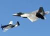 Lockheed Martin F-22 Raptor, da USAF (Força Aérea dos Estados Unidos) e North American TF-51D Mustang, NL351DT. (01/04/2011) Foto: Celia Passerani.