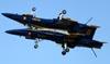 McDonnell Douglas F/A-18C Hornet, 163498 (acima) e 163455, dos Blue Angels (U.S. Navy). (01/04/2011) Foto: Celia Passerani.