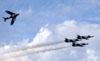 Os Aero L-39 Albatros e PZL-Mielec Lim-6  (MiG-17) do Black Diamond Jet Team. (30/03/2012) Foto: Celia Passerani.
