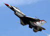 Lockheed F-16CJ Fighting Falcon dos Thunderbirds. (30/03/2012) Foto: Celia Passerani.