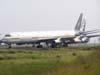 """Douglas DC-8-61F, PR-ABA, da Air Brasil, empresa que não chegou a operar vôos cargueiros, ex-ABSA Cargo Airline, no """"cemitério de aviões"""". (19/02/2007)"""