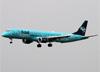 Embraer 195AR, PR-AYY, da Azul. (23/04/2014)