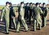 Pilotos da Esquadrilha da Fumaça cumprimentando os Anjos da Guarda, como são chamados os mecânicos, logo após a apresentação. (01/07/2007)